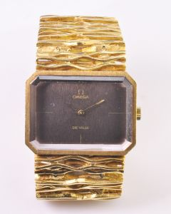 Rare 18K Yellow Gold Omega Maille d'Or Model wristwatch designed by Gilbert Albert, Circa 1965
