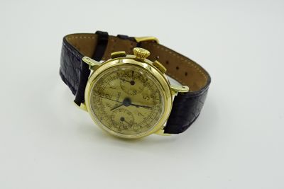 PRIVATE COLLECTION MK - Rare Early Gold LeCoultre Fancy Case Chronograph Wristwatch Cal. 281, Circa 1940's
